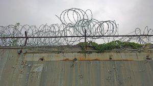 razor wire 1762079 640 300x169 - Bewährungsstrafe