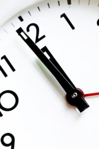clock 1318131 640 199x300 - Anklageschrift
